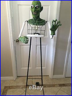 SPIRIT HALLOWEEN Life Size Grinning Gertrude Witch Moving Motion Prop Figure