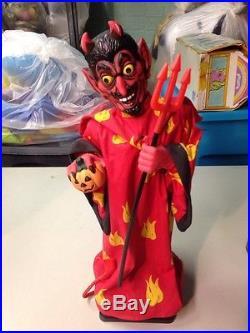 VINTAGE Htf 1993 ANIMATED LAUGHING DEVIL FIGURE LIGHT UP EYES PITCHFORK W Box