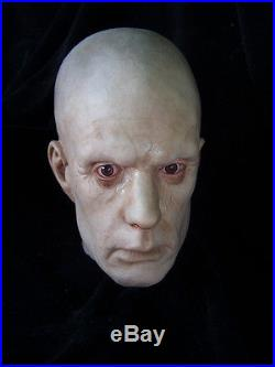 ZOMBIE HEAD Life-Size Severed Head Haunted House Halloween Decoration & Prop